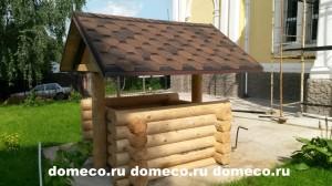 деревянный домик для колодца из оцилиндрованного бревна