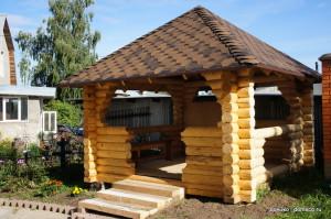 деревянная беседка из оцилиндрованного бревна