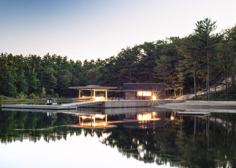 лодочный домик на острове